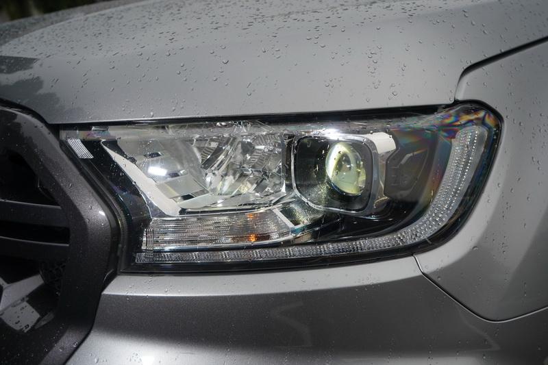 與全能型的最大差異就在於頭燈換裝LED光源,還多了些舒適與主動安全配備
