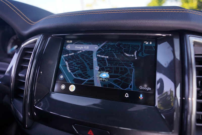 Android Auto功能可以語音方式說出目的地,免去自行輸入地址還可立即更新路線