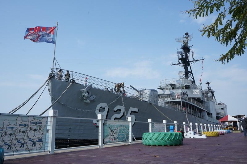 位於安平區的德陽艦園區一側置放著退役的德陽艦