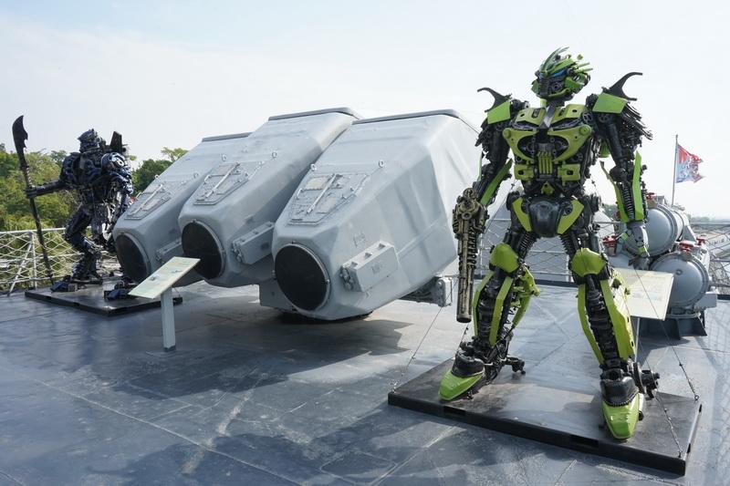 台南市政府與泰國藝術家合作在艦上設置13座鋼鐵模型