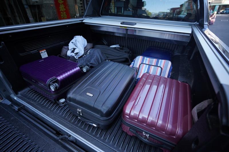皮卡強大的置物能力,四人份行李隨意放不成問題