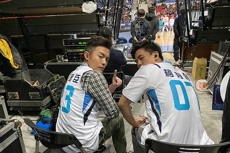 【車勢星聞】范逸臣(左起)、柯有倫首度合體演唱《叱咤風雲》。(圖:創映電影、量能影業提供)