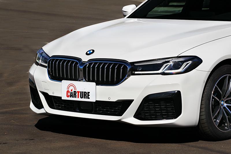 由於外觀有配置M Sport套件,使其520i M Sport有著兼具運動與豪華氣勢。