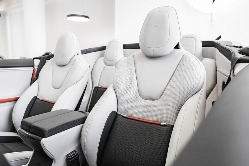 座椅也一併更換白色皮革。