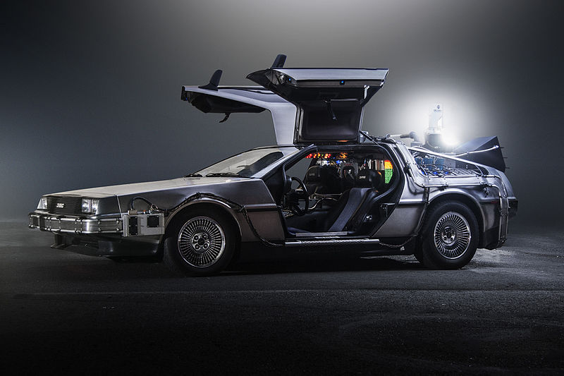 DeLorean DMC-12因電影《回到未來》與不銹鋼車身和鷗翼車門聲名大噪。