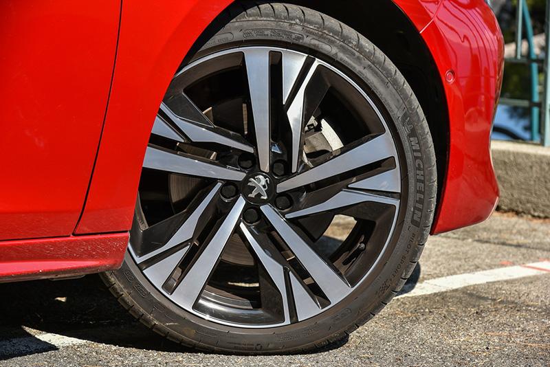 508 GT採用235/40 R19胎圈組合。