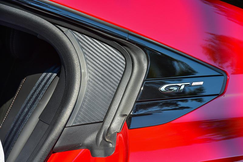 C柱上有GT專屬銘牌。