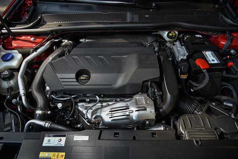 1.6升PureTech直列四缸直噴渦輪增壓引擎可輸出180或225bhp最大馬力。