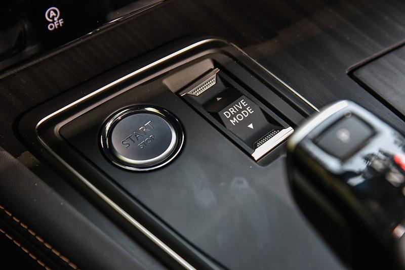Peugeot 508提供5種駕駛模式可選擇。