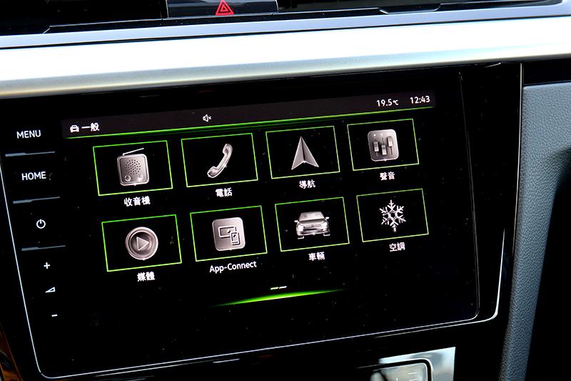 9.2吋中控搭載全觸控MIB 3系統,具有我的最愛與手勢功能。