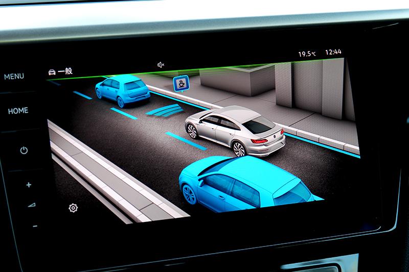 配備ACC主動固定車距、車道修正輔助、車道維持、後方橫向車流警示/煞車輔助。