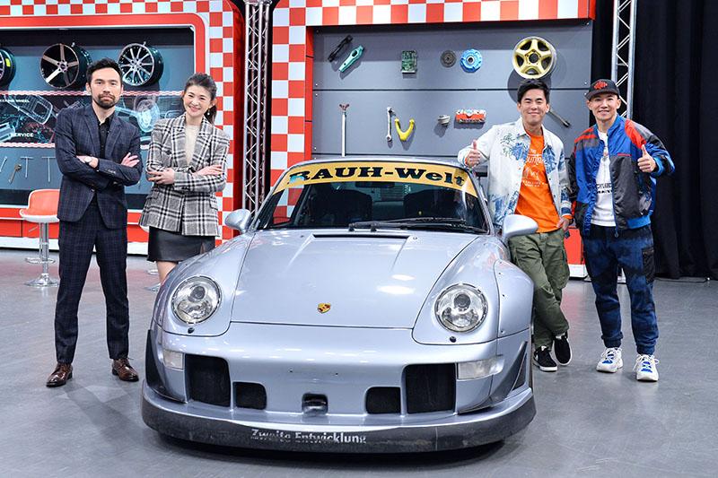 【車勢星聞】賽車電影《叱咤風雲》導演陳奕先(左起)、Porsche 993 RWB、演員柯有倫(右二)、製片人劉畊宏(右一)。(圖:TVBS提供)