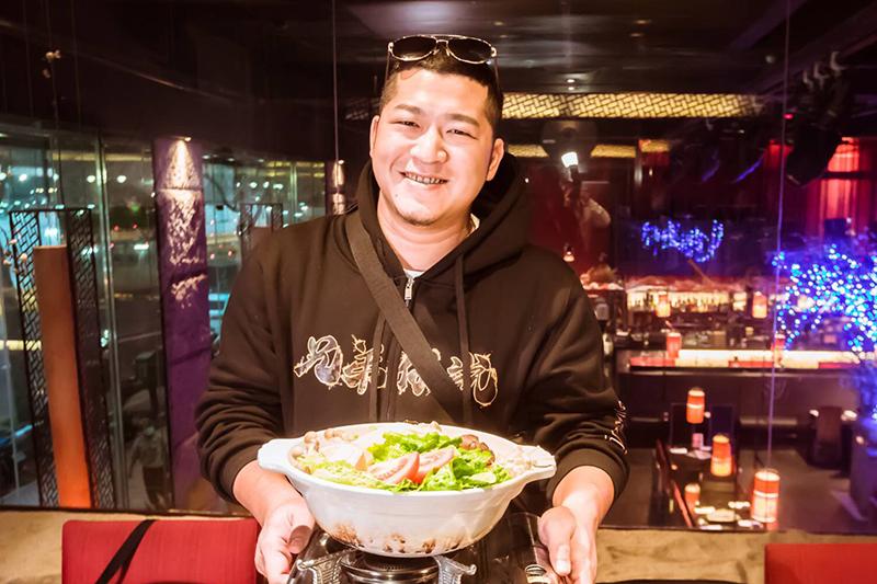 【車勢星聞】含羞草-草爺在農曆新年前夕在日式創意餐廳舉辦屬於自己的尾牙餐敘。(圖:紅心字會提供)