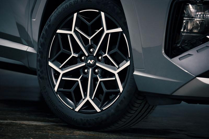 N Line套計的19吋輪圈造型相當醒目。