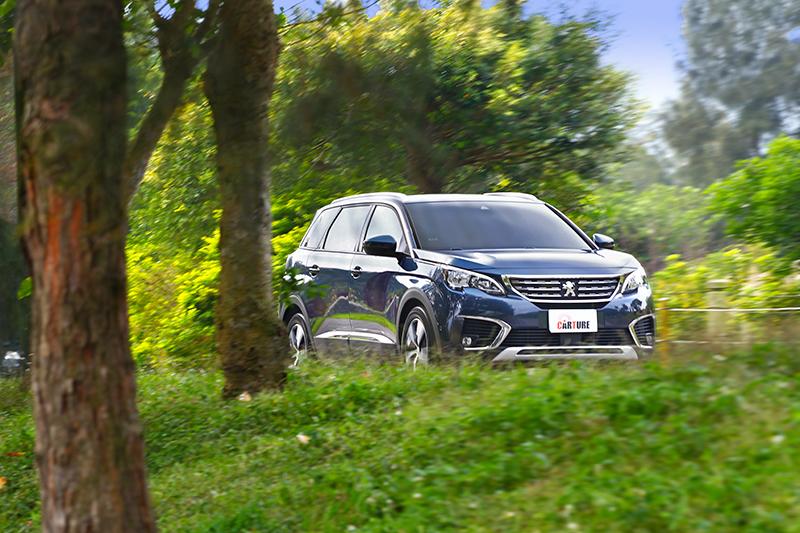 5008同樣擁有漂亮且性感的肌理線條,並提供更安定和諧的視覺效果以對應旗艦級SUV的氣勢。