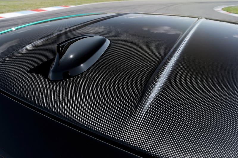 碳纖維車頂是M車型標準配備。