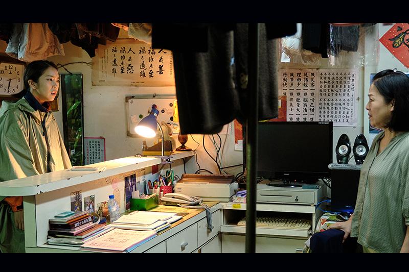 【車勢星聞】《大債時代》中李霈瑜(左起)與母親潘麗麗因買房想法不合而發生爭吵。(圖:公視提供)