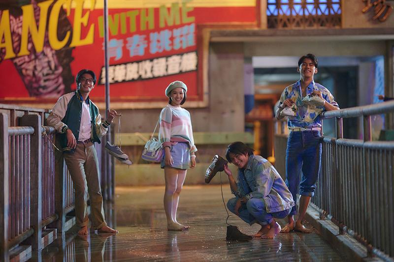 【車勢星聞】《天橋上的魔術師》劇中演員們的服裝造型再掀流行古著風。(圖:傳影互動提供)