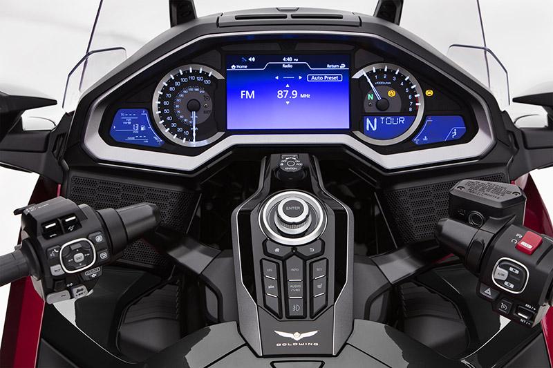 2021 GOLDWING 新增CarPlay與Android Auto功能。