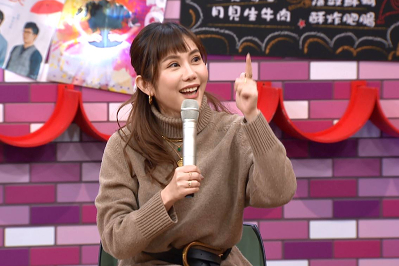 【車勢星聞】藝人王宇婕上TVBS《11點熱吵店》節目自稱腦波超弱。(圖:TVBS提供)