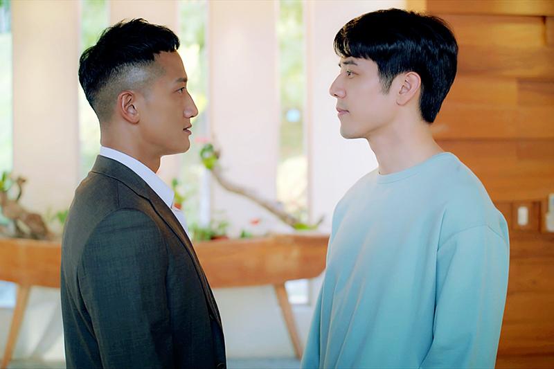 【車勢星聞】《王牌辯護人》胡宇威(右起)與高英軒對戲頻分神。(圖:東森提供)
