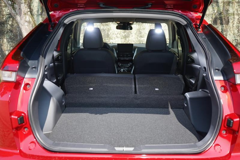 後座椅背全倒的最大置物量為1,149公升,以中型SUV而言算是中規中矩的表現
