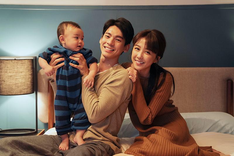 【車勢星聞】邵雨薇(右)和林柏宏《2049》成新手爸媽,兒子竟被「大數據算命」成為殺人犯。(圖:瀚草影視提供)