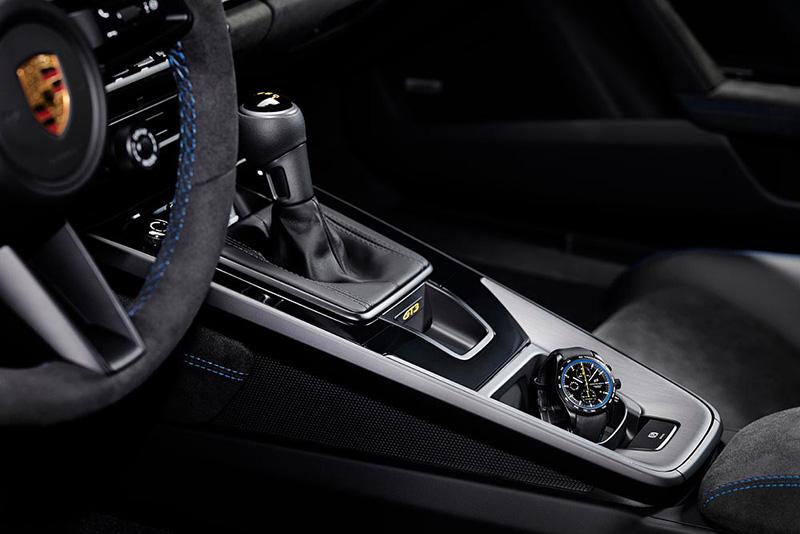 Porsche還為911 GT3車主設計了一只充滿賽車與GT3元素的專屬腕錶