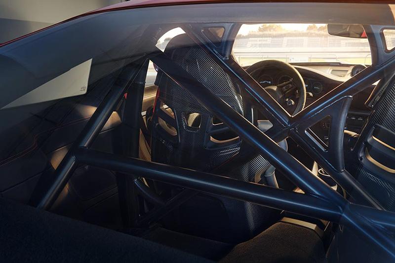 新911 GT3仍舊可選配防滾籠,隨時都可下賽道奔馳