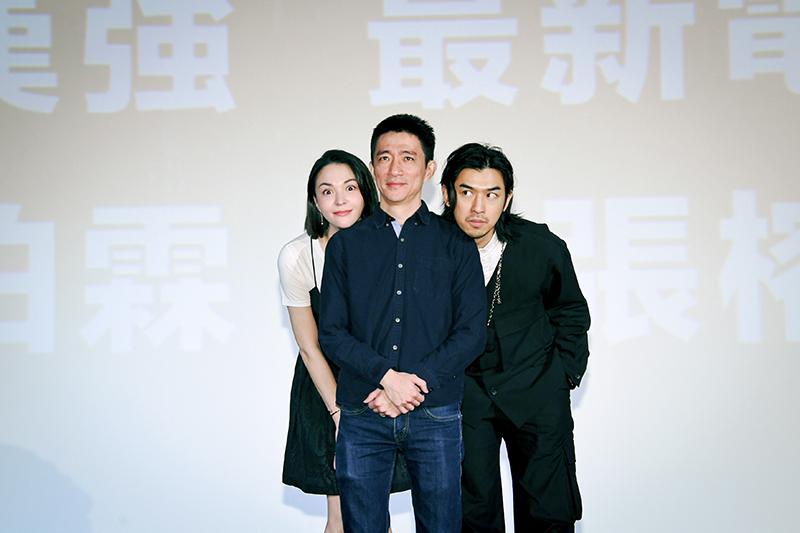【車勢星聞】《鬼才之道》導演徐漢強(中)與主角陳柏霖(右)、張榕容(左)。(圖:牽猴子提供)