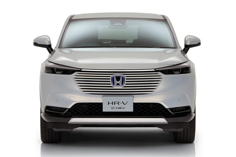 新世代HR-V水箱護罩在少了飾框有著一體式感受。