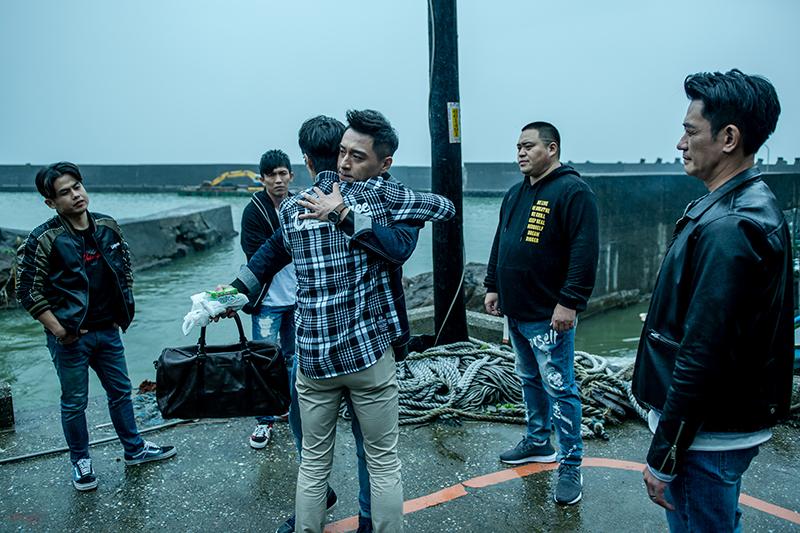 【車勢星聞】電影《角頭—浪流連》鄭人碩跑路與北館兄弟告別。(圖:巧克麗娛樂提供)