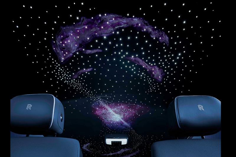 全新打造的脈衝星空頂(Pulsar Headliner),將照明光纖和精緻的Bespoke高級定制刺繡巧妙融於一體。