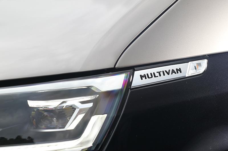 前葉子板處配有Multivan銘牌。