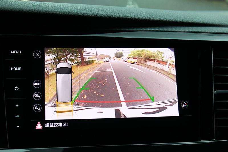 駕駛T6.1 Multivan倒車攝影是相當實用配備。