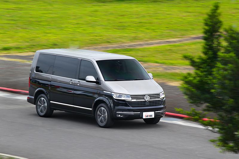 在車重2.5噸與未滿載情況下,T6.1 Multivan有著相當輕快飽滿加速感受。