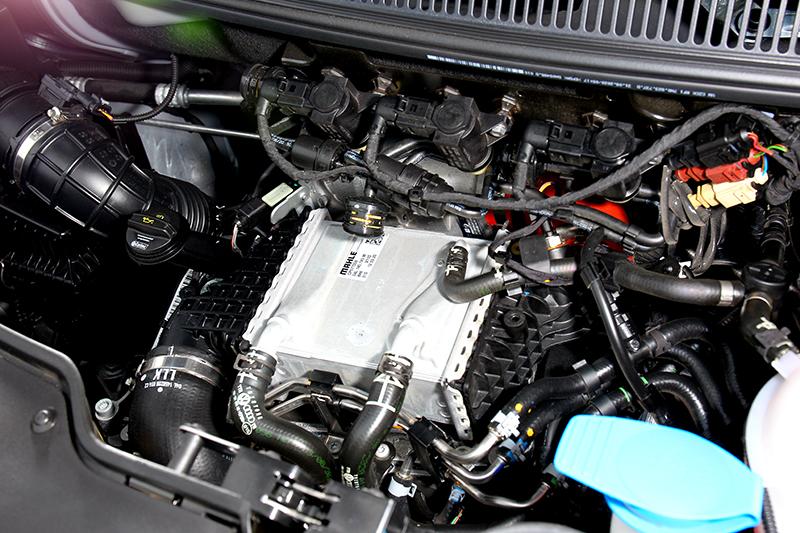 2.0升柴油引擎具有199hp/45.9kgm輸出。