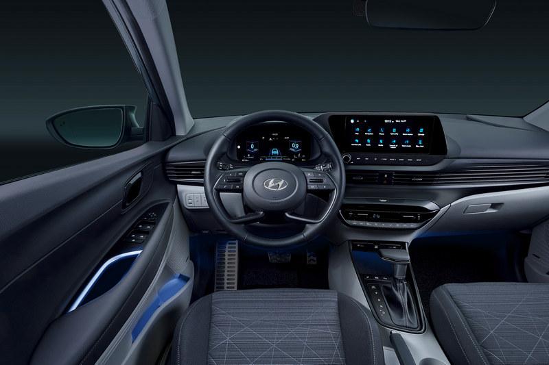 10.25吋中控螢幕取代大量按鍵,並且支援Apple CarPlay/Android Auto連接、Google/Apple日曆連接、遠端開關鎖、即時停車服務、尋找車輛位置等功能。