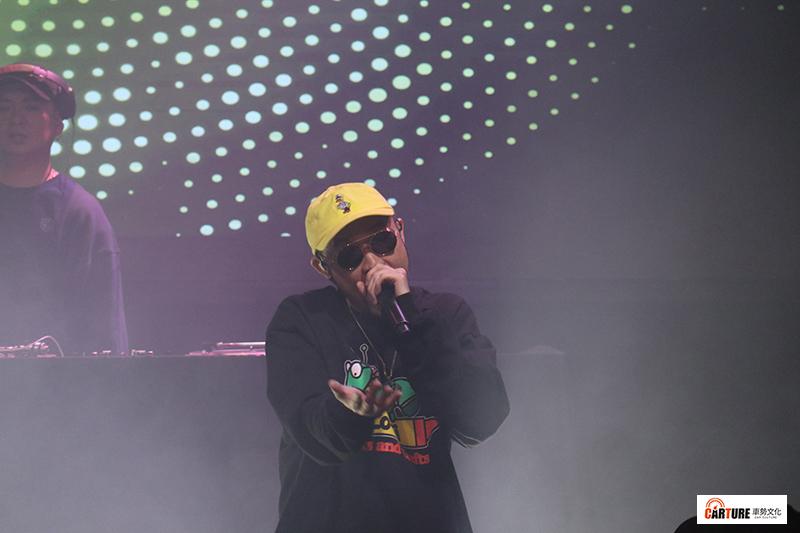 【車勢星聞】熱狗MC HotDog首度公開獻唱新歌「阿姨」。