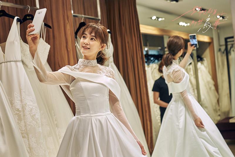 【車勢星聞】《她們創業的那些鳥事》陳意涵為陪宥勝一起抗癌披婚紗 。(圖:可米傳媒提供)