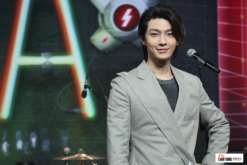 【車勢星聞】《Live Asia超級週末現場》主持人炎亞綸透露接下來會推出新品牌。