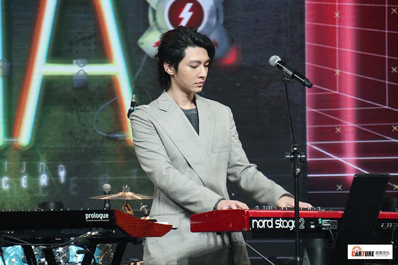 【車勢星聞】《Live Asia超級週末現場》主持人炎亞綸。
