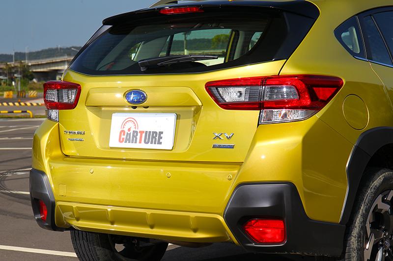 車尾沒有進行修改僅於尾燈加入燻黑元素。