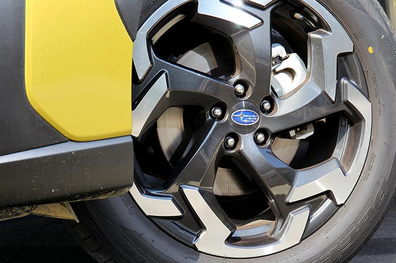 18吋輪圈也換上新的樣式。