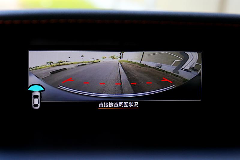 小改XV新增車前影像輔助系統。