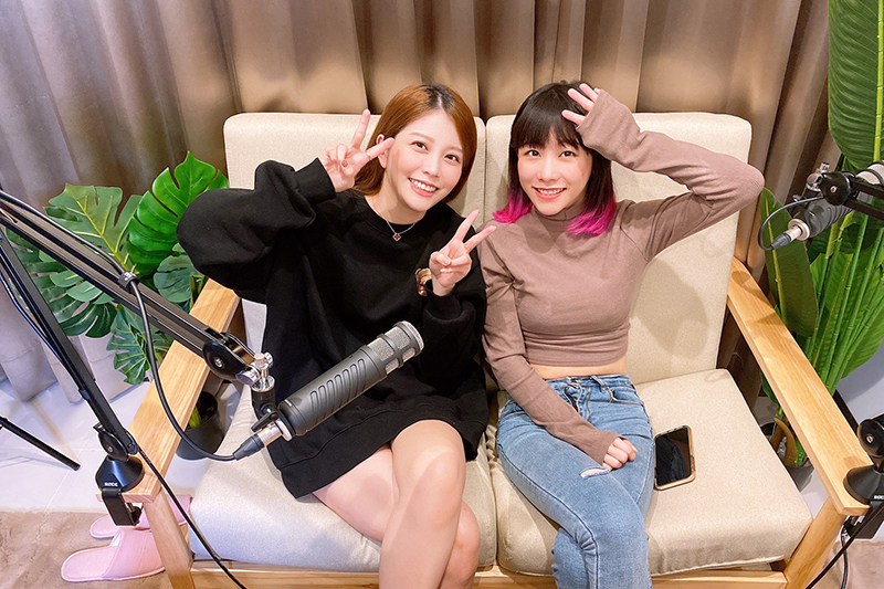 【車勢星聞】Youtuber瑀熙(左)、路路在Podcast開節目《Luci Tea Time》。(圖:好好聽FM提供)