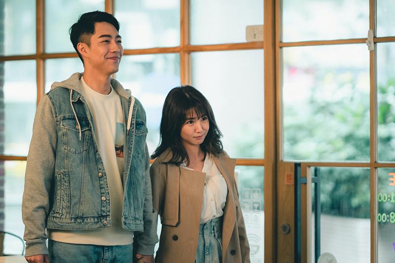【車勢星聞】蔡凡熙(左)與郭書瑤主演電影《再說一次我願意》。(圖:皮諾丘電影提供)