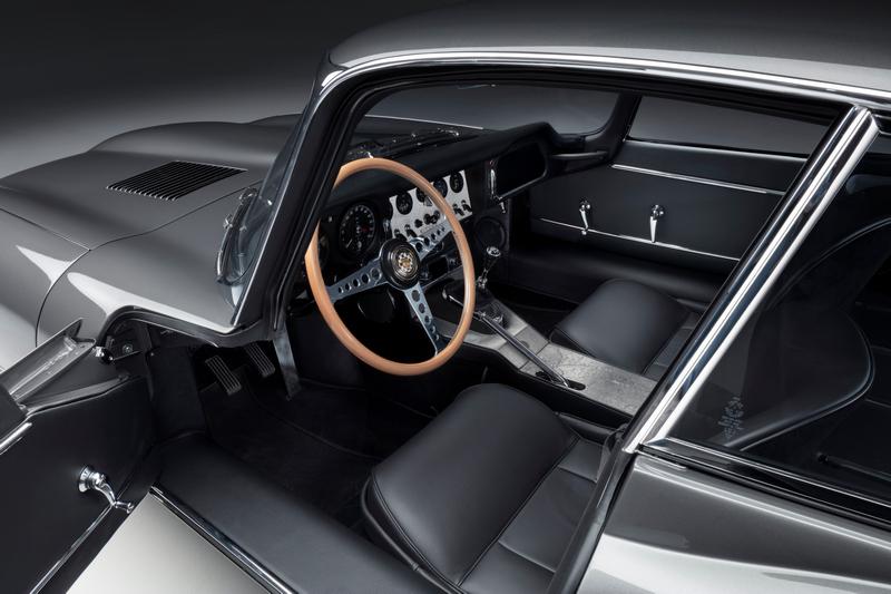 車艙座椅也採與外觀相同配色。
