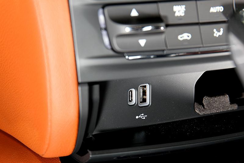 Type-C規格充電口及無線充電座皆是新年式車型的標準配備