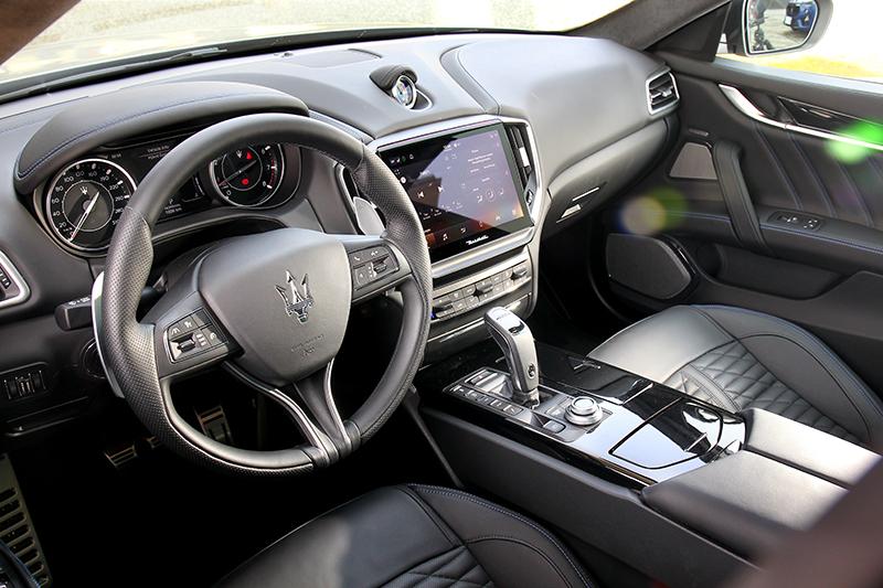 內裝同樣換上10.1吋觸控螢幕的MIA智能多媒體系統
